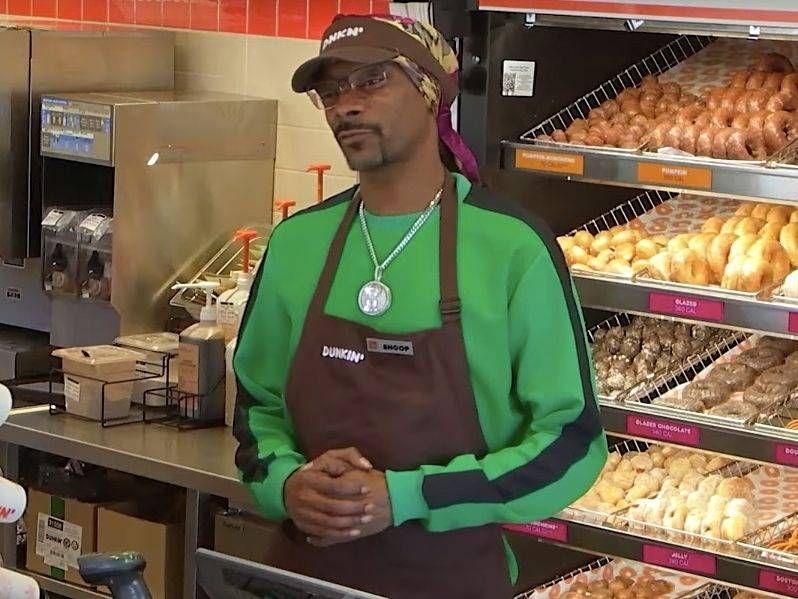Snoop Dogg dévoile un nouveau sandwich Dunkin 'Donuts appelé le' Beyond D-O-Double-G