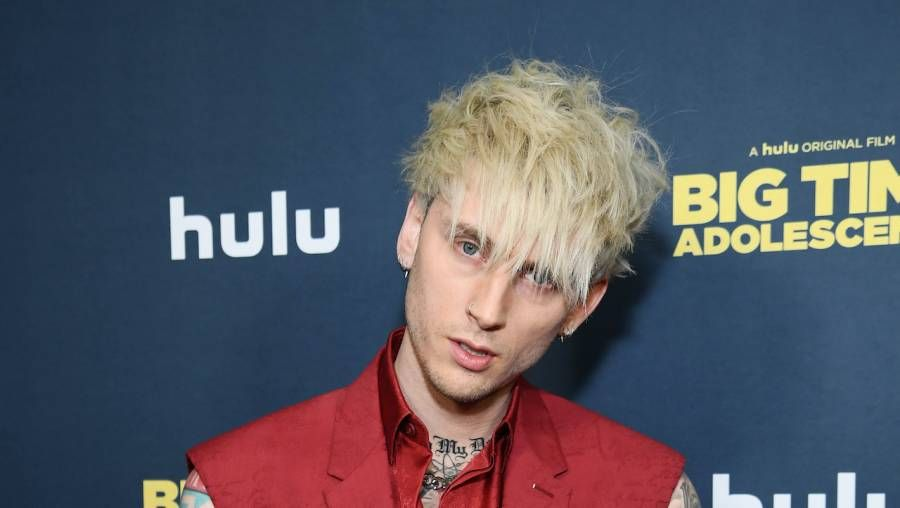 Machine Gun Kelly se moque de la musique d'Eminem pour être assassinée par des subliminaux