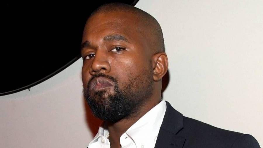 Schwarze Frau, die mit Kanye West gestritten hat, postet seine entgegengesetzte Behandlung mit weißer Frau