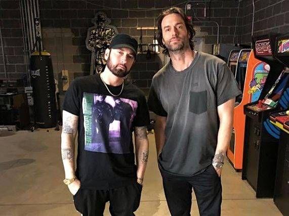 Der Comedian Chris D'Elia verschüttet die Deets, Eminem in seinem Studio in Detroit zu treffen