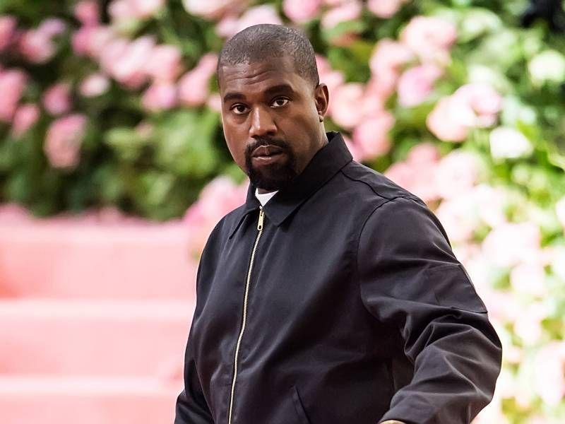 Biri Kanye West'in İsa'nın Düşükdə Kralı olduğunu qeyd etdi