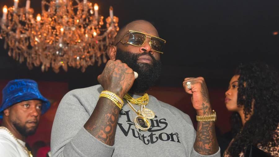 Rick Ross klopft an die aktuellen Rap-Fähigkeiten von 50 Cent: 'Rozay konnte ihn wahrscheinlich nicht retten!