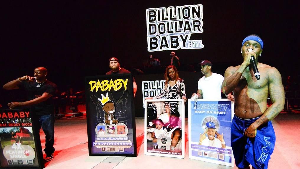 DaBaby duschte mit Platin für 'ROCKSTAR', 'Suge', 'BOP', 'TOES' + More Hits