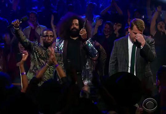 Regardez Kevin Hart battre James Corden dans une bataille de rap