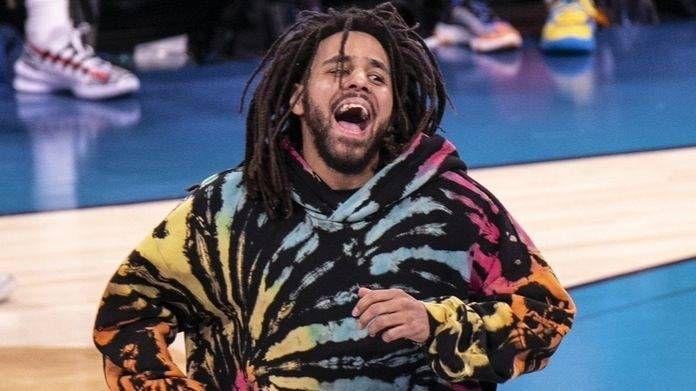 J. Cole gibt zu, dass er seinen Roc-Nation-Vertrag nie gelesen hat, als er die ersten beiden Singles von 'The Fall Off' steckt