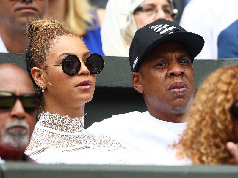 Fan Rushes Stage bei Beyoncé & JAY-Zs OTR II Tour Stop in Atlanta