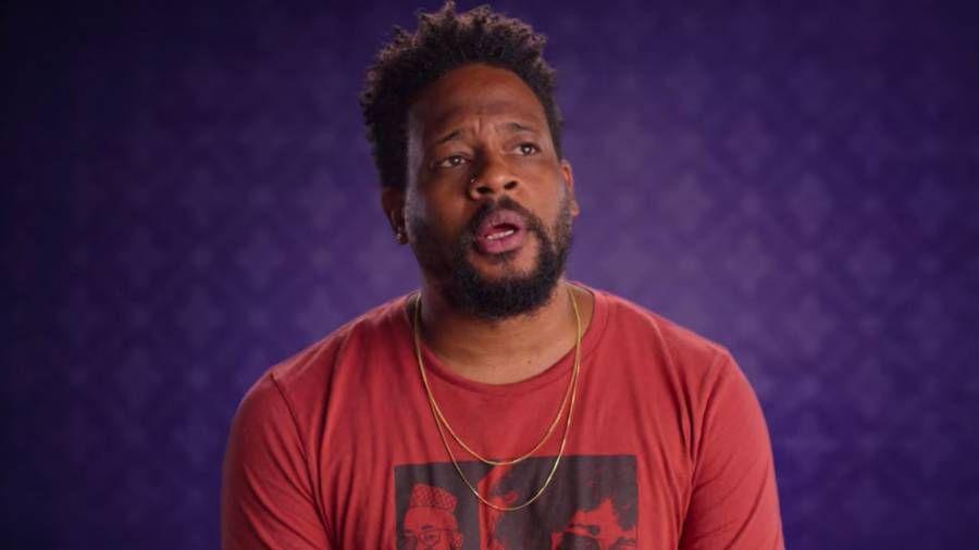 Open Mike Eagle analysiert die Verwendung von 'Bitch' durch Hip Hop in der Netflix-Serie 'History of Swear Words' mithilfe des Old Drake-Interviews
