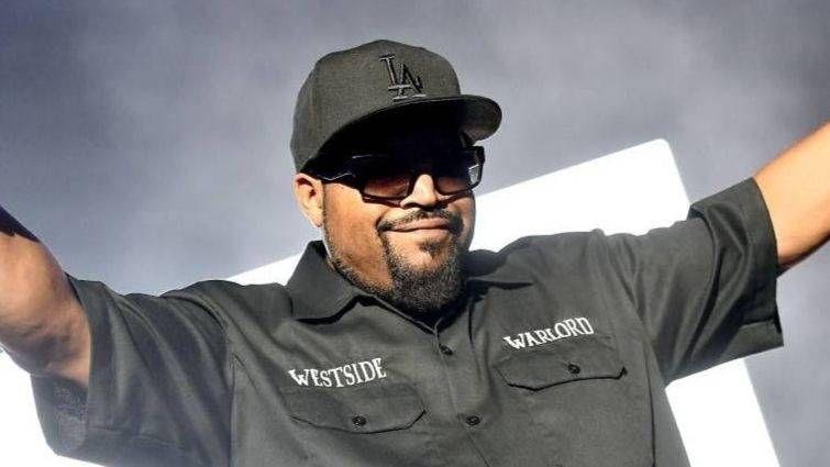 Ice Cube besucht die klassische 'Friday' -Linie erneut, nachdem er erfahren hat, dass die TV-Show 'Cops' abgesagt wurde