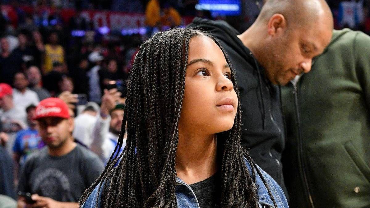 JAY-Z & Beyoncé's Daughter Blue Ivy Big Flexes An duais Grammy aice le Straw Sip