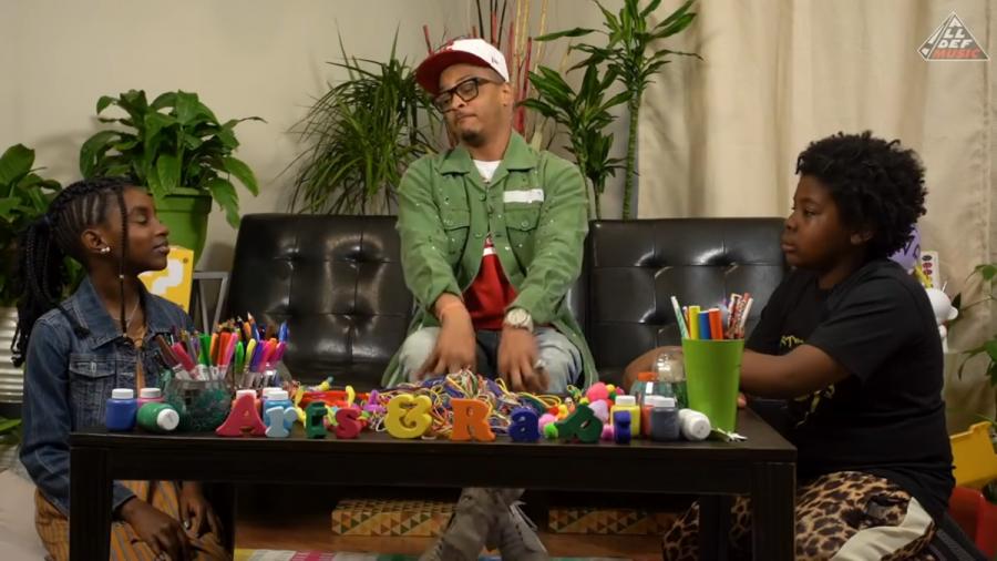 T.I. Kæmper for at definere 'Pimp' & 'Rubber Band Man' når de bliver spurgt af børn