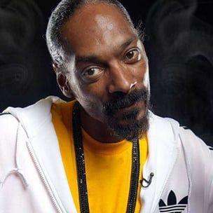 Snoop Dogg Parodier 'Drop It Like It's Hot' for Hot Pocket Annonsekampanje