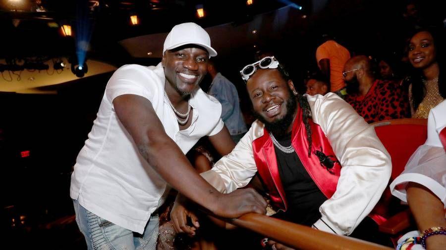Ο T-Pain καλεί τον BS στην επισκόπηση της καριέρας του Akon
