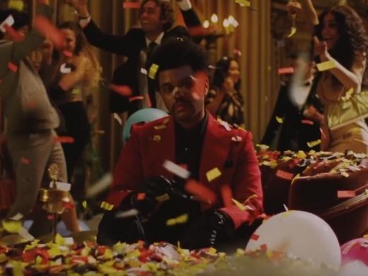 The Weeknd setzt seine gefährliche Eskapade im Video 'Bis ich ausblute' fort