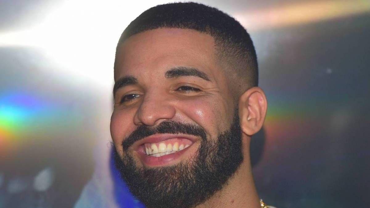 Drakes 'Scary Hours 2' soll 1M & Snag Top Hot 100 Spot für 'What's Next' verkaufen.