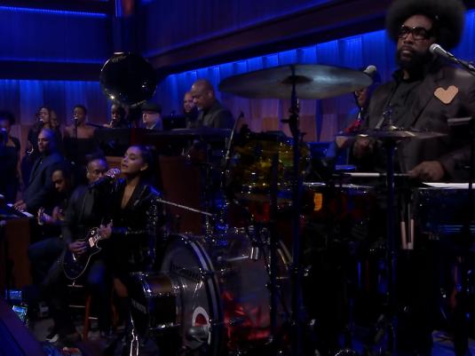 Questlove overbeviste Ariana Grande om at synge nittende Aretha Franklin hyldest