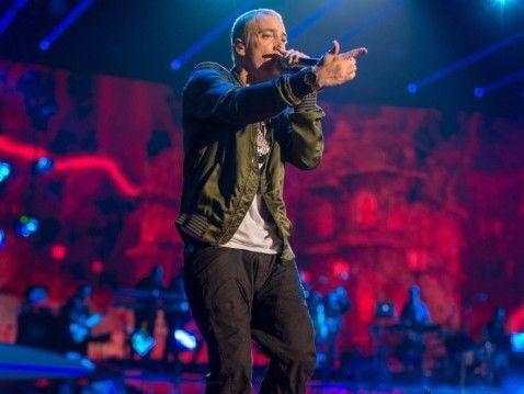 Eminem برای اولین بار در Lollapalooza Brazil 'Fack' را به صورت زنده اجرا می کند