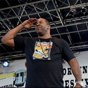 Busta Rhymes dit qu'il se moquait de Diddy en `` Mettez vos mains là où mes yeux pouvaient voir '