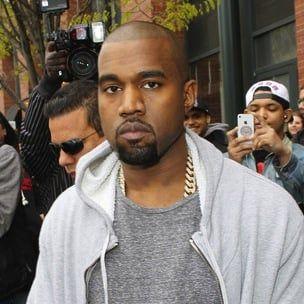 Kanye West mætir Paparazzi í heimreið sinni