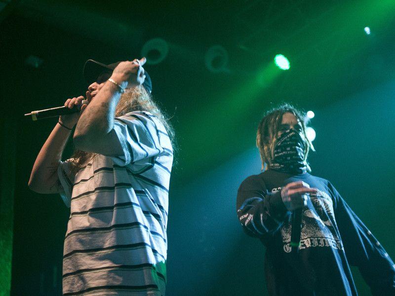 $ uicideboy $ Team mit Travis Barker für das Projekt 'Live Fast Die When