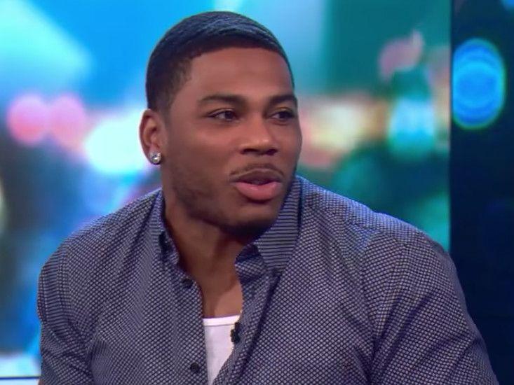 """Nelly reynir að útskýra hvers vegna Kelly Rowland sendi honum sms með töflureikni vegna """"ógöngunnar"""""""