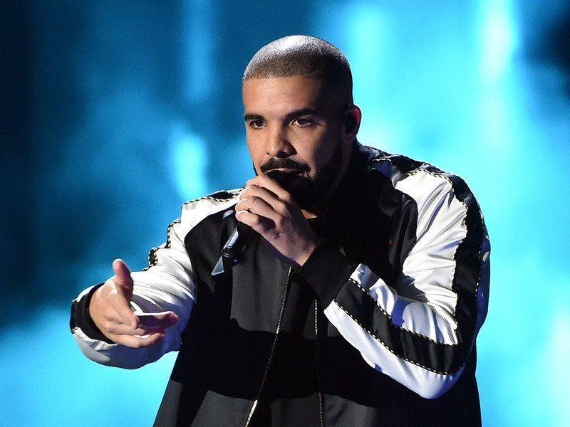 Drake livre un projet surprise 'Dark Lane Demo Tapes