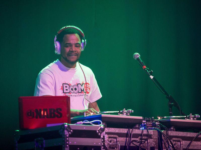 DJ Nabs Outs Ex-Freundin für das Schlagen von Nas hinter seinem Rücken