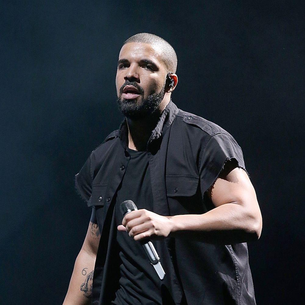 Drake'as reaguoja į jo Tomo Fordo lūpdažį, kuris išparduodamas per kelias minutes