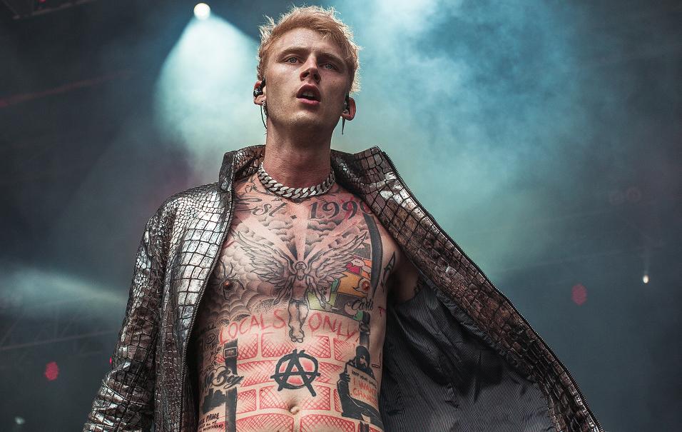 Machine Gun Kelly se vante de `` tuer '' Eminem sur `` Bullets With Names '