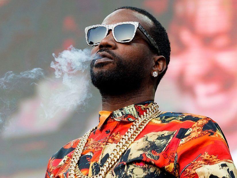 Juicy J entschuldigt sich für das Musizieren, das den Drogenkonsum beeinflusst haben könnte