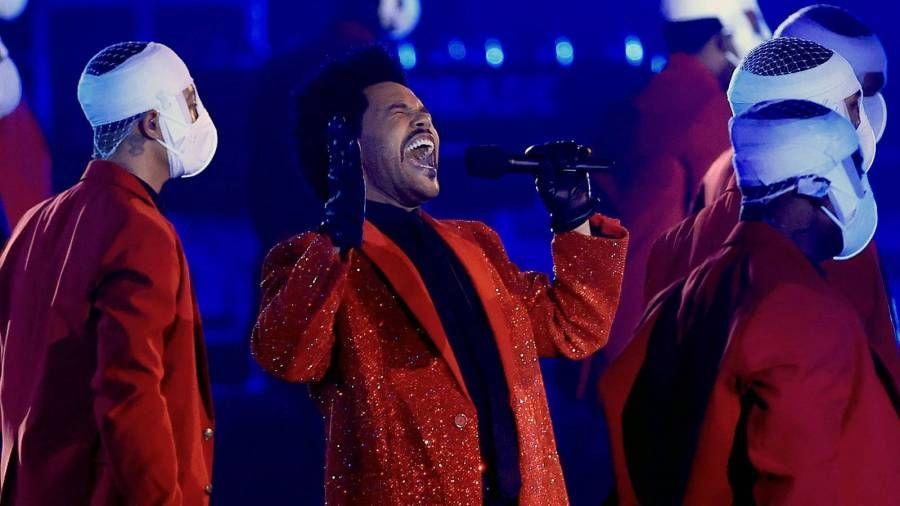 Тхе Веекнд-ов Супер Бовл наступ у вредности од 7 милиона долара дошао је са Мицхаел Јацксон Нодом, завојљеним плесачима и поруком