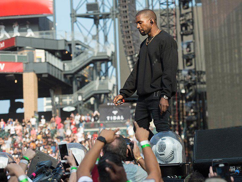 Útvarpsstöðin í Sacramento bannar tónlist Kanye West eftir hörmulegar tónleikar