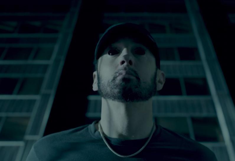 Eminem 'Fall' Videoda Şeytan Alter Eqosu ilə üzləşir