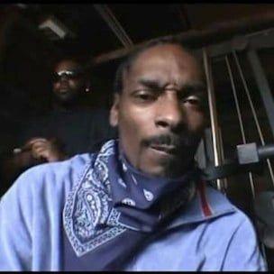 Snoop Dogg útskýrir hvernig Suge Knight notaði til að rífa niður hungraða framleiðendur
