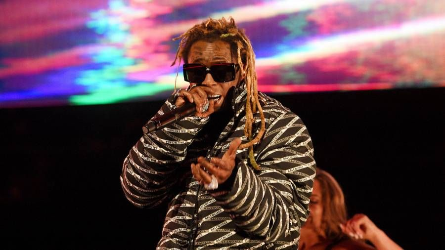 Lil Wayne stendur frammi fyrir allt að 10 ára fangelsi fyrir ákæru um alríkisvopn