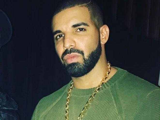 La strip-teaseuse Maliah Michel diffuse Drake pour `` retirer son maillot '