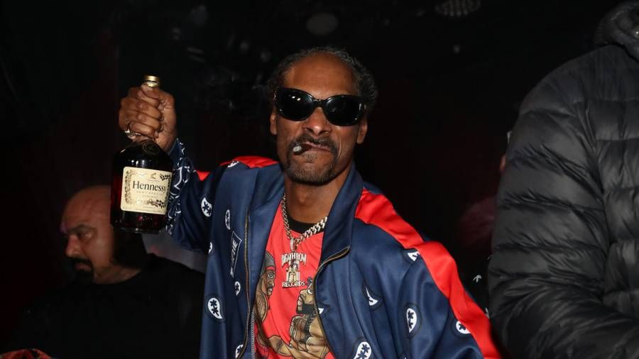 Snoop Dogg trifft sich mit dem Mitbegründer von Death Row Records im Studio nach Trump Pardon
