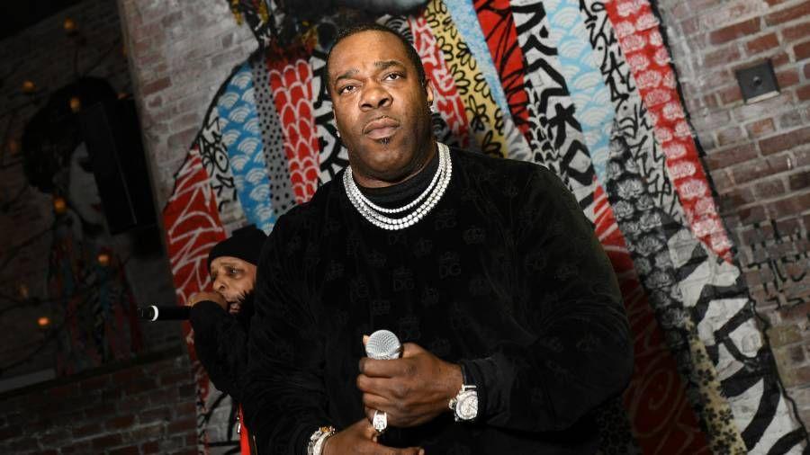 Busta Rhymes vergleicht Rapper mit Ghostwritern, um Armstrong mit Steroiden zu lanzen