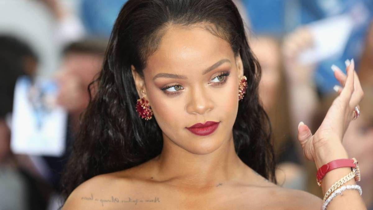 Rihanna Savage X Fenty üçün üstsüz gedir - Bunu etmək üçün səbəb kimi Popcaan sözlərini sitat gətirir
