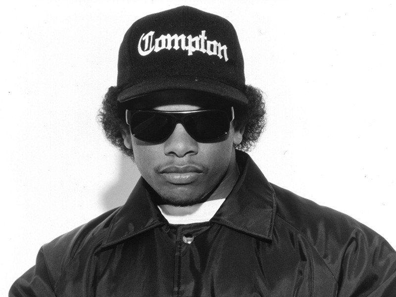Die Familie von Eazy-E enthüllt an seinem 55. Geburtstag einen neuen Grabstein