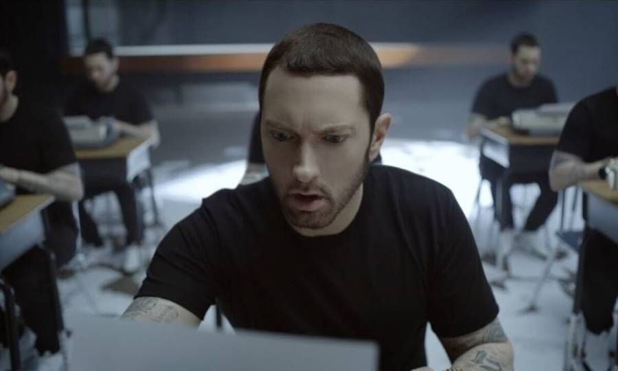 """Prognozuojama, kad Eminemo """"Muzika, kurią nužudys: B pusė"""", užbaigs rekordų 200 """"Billboard"""" seriją"""