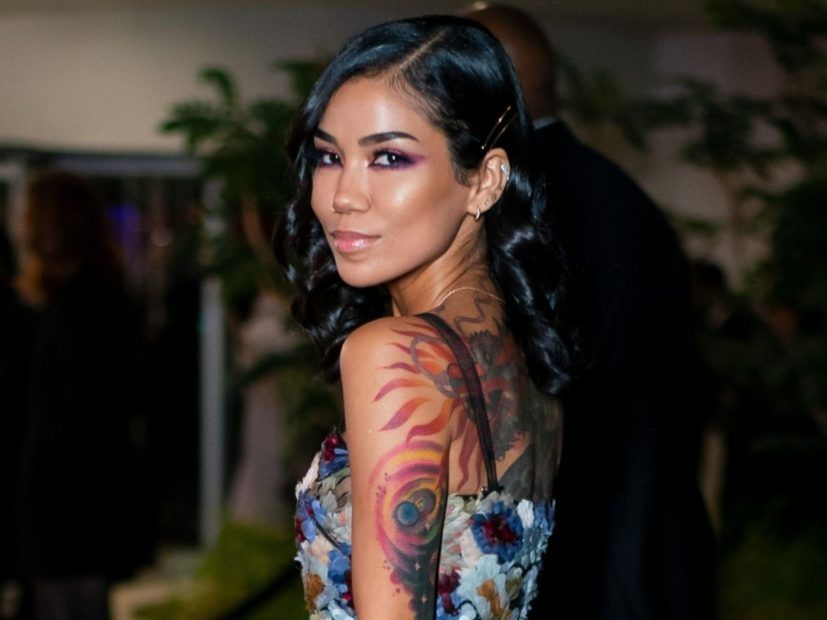 Jhené Aiko bekommt große Sean Tattoo Covered - aber es ist 'All Love