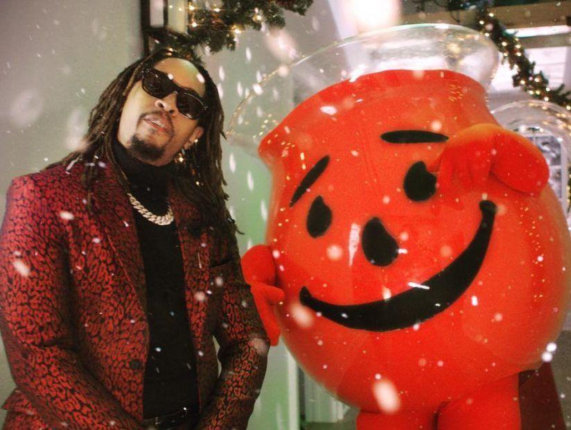 Lil Jon & Kool-Aid Man bekommen Urlaub Crunk in 'Alles, was ich wirklich für Weihnachten will' Video