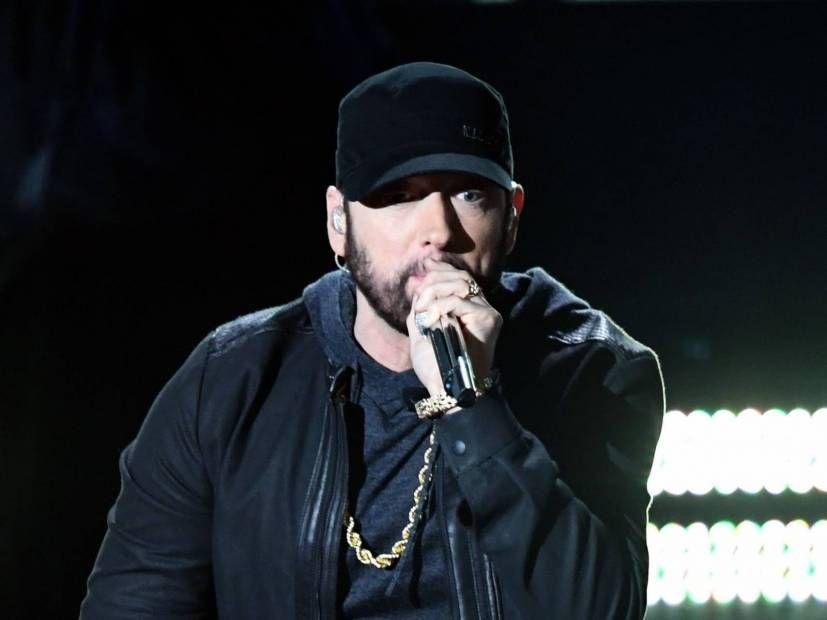 Eminem, Late Juice Wrld ile 'Godzilla' İçin Şarkı Sözü Videosu Yayınladı