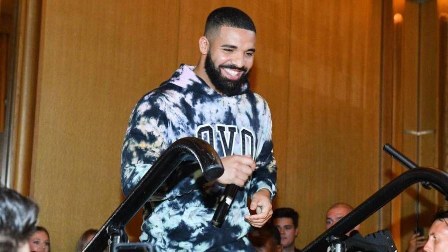 Das Veröffentlichungsdatum von Drakes 'Certified Lover Boy'-Album leckt angeblich, als er sich ins Studio hockt