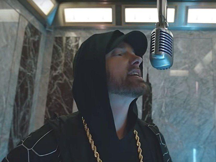 Eminem exécute `` Venom '' du haut de l'Empire State Building