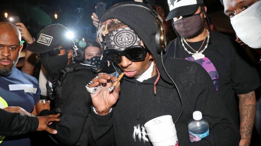 Lil Wayne kannabismerki GKUA plottar Uproar 420 tónleika í Los Angeles