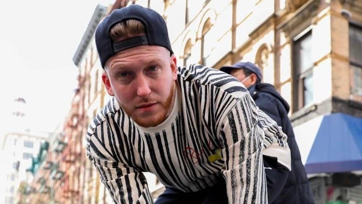 DJ Drewski, ein Boogie Wit Da Hoodie, Coi Leray und andere bitten niemanden um einen Platz am Tisch.