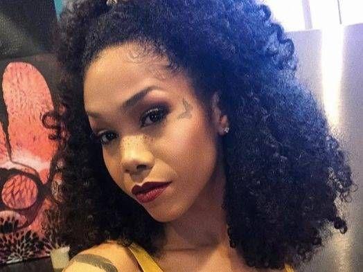 Half-Black Rapper zieht Detroit Festival zurück, nachdem er gelernt hat, dass Weiße mehr bezahlen