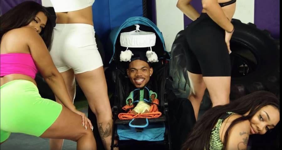 Chance The Rapper lance la vidéo comique `` Hot Shower '' avec MadeinTYO et DaBaby