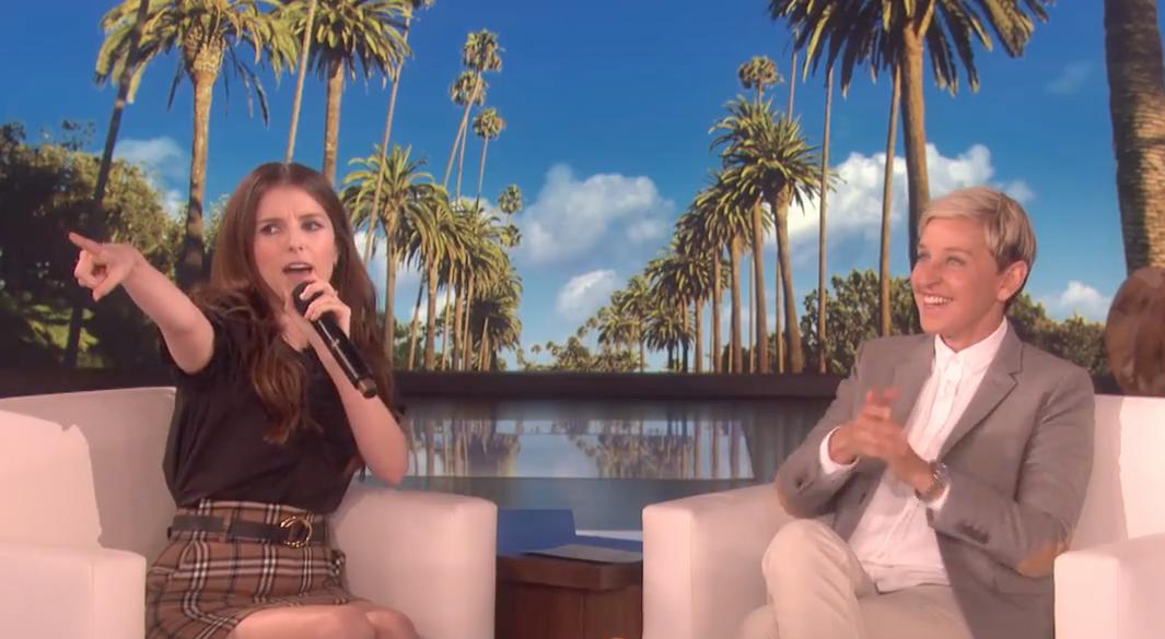 Sehen Sie Anna Kendrick Rap M.O.P. 'Ante Up' mit Leichtigkeit auf 'Ellen